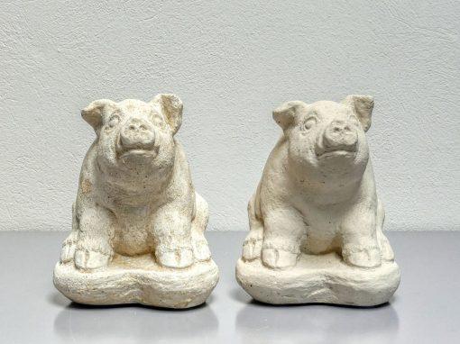 """Sandsteinplastiken """"Schweinchen"""""""