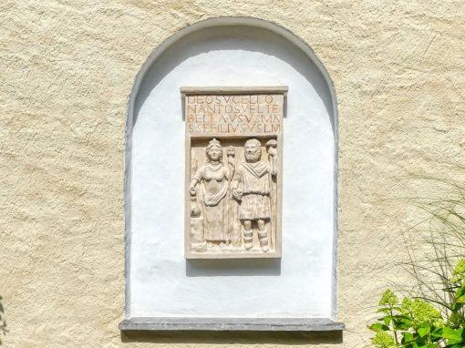 """Sandsteinplastik """"Keltisches Relief"""""""